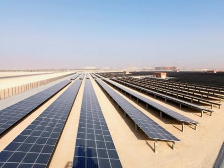 Abu Dhabi: Größtes Solarwärmekraftwerk der Welt in Betrieb