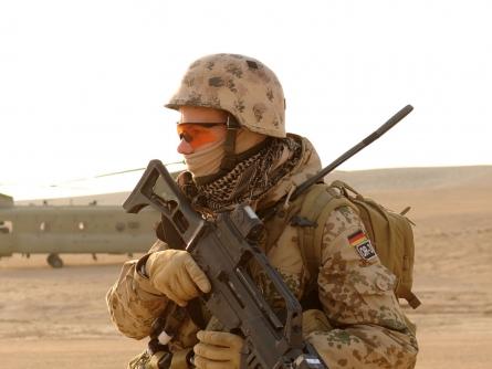 Linke: Regierung will Bundeswehr zu Interventionsarmee machen