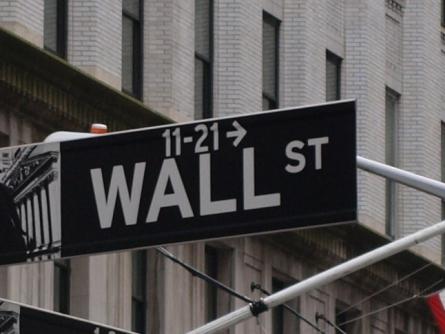 Dow schließt wieder über 18.000 Punkten