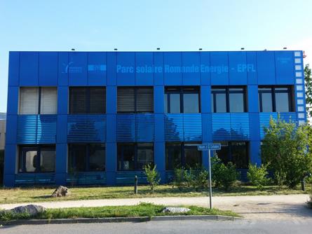EPFL: Parc Solaire erstrahlt in farbigem Solarglas